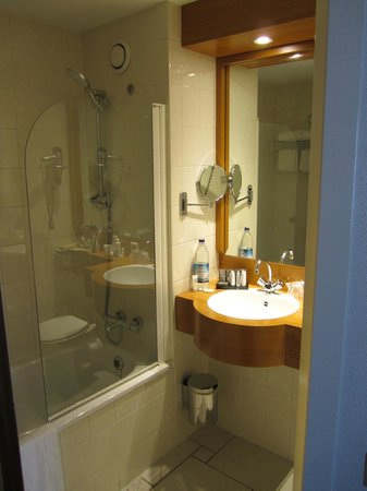 Inntel Hotels Amsterdam Centre : Room 3351 bathroom 