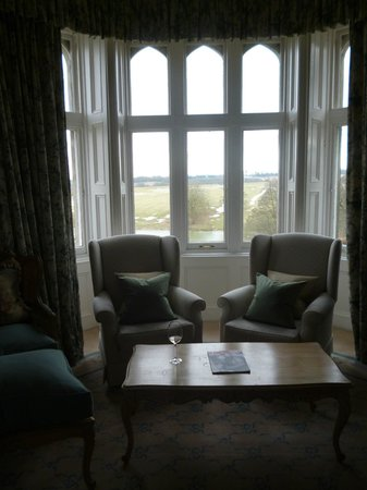 ‪‪Fawsley Hall‬: Beautiful windows and views‬