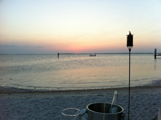 Little Palm Island Resort & Spa: Dinning on the beach with view of the sunset