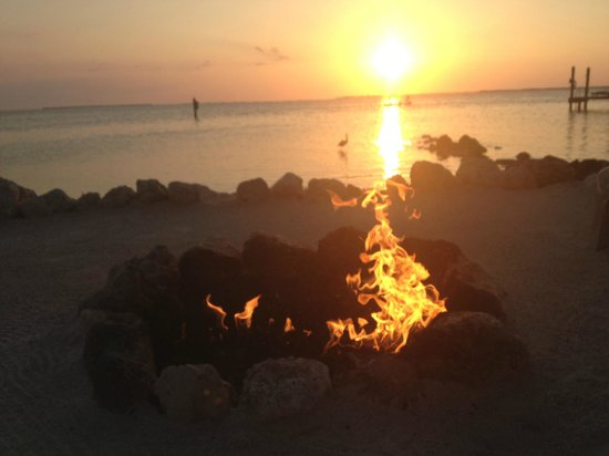 Little Palm Island Resort &amp; Spa : Fire place next to the beach... 