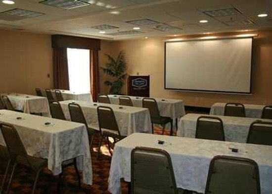 Hampton Inn & Suites Bakersfield/Hwy 58, CA: Hampton Inn & Suites Bakersfield, Califnia hotel meeting room