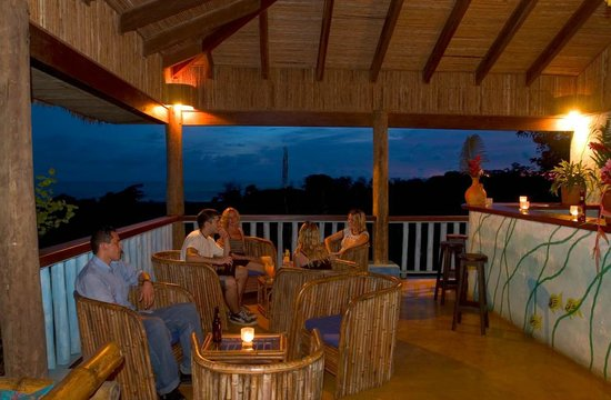 Playa Tortuga, Kosta Rika: rancho bar overlooking the Pacific ocean