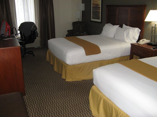 Holiday Inn Express Holland: Beds in room 316