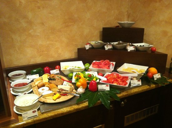 Lindner Hotel Prague Castle: Rich breakfast