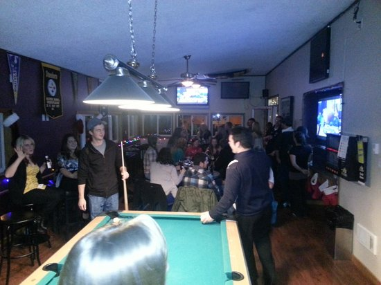 Port Hardy, Canada: Game room on a Friday night