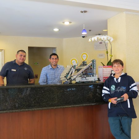 Residence Inn Anaheim Maingate: great staff with my son and the Robot