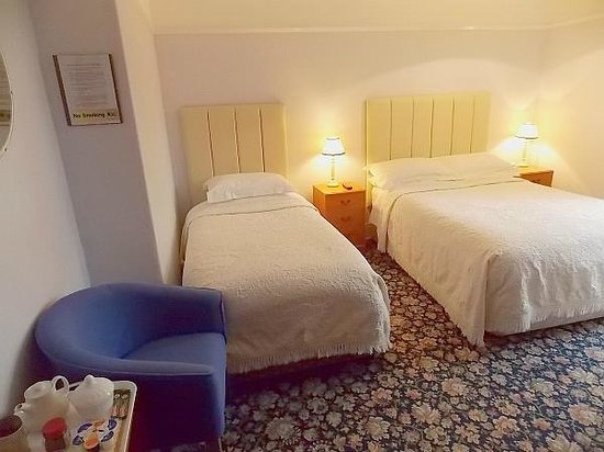 Mayfield Guest House: Rm.2 can beTwin,Double or Triple