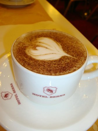 Hotel Berna: Capuccino