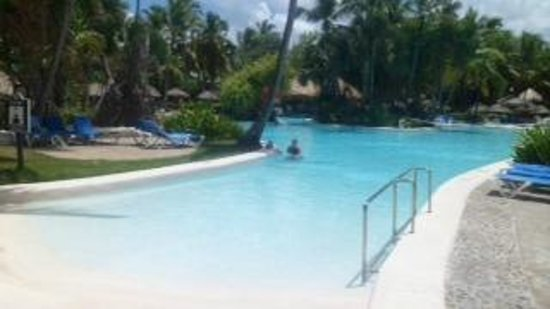 Bavaro Princess All Suites Resort &amp; Spa: Piscina