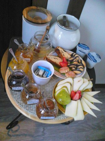 B&B Il Cielo: Breakfast - local cheeses and jams
