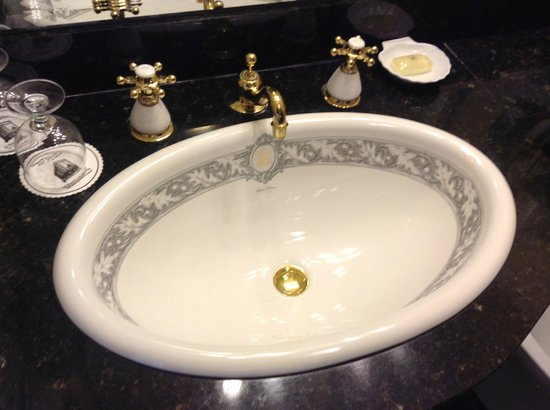 Le Pavillon Hotel: Bathroom Sink