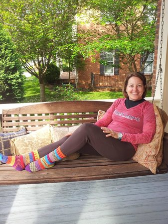 Copper Lantern Boutique Inn: Relaxing on the front porch at Copper Lantern