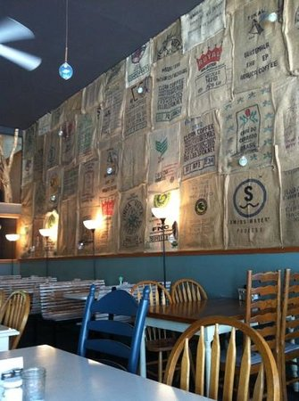 ‪‪Coos Bay‬, ‪Oregon‬: Cool coffee bag wall covering.‬
