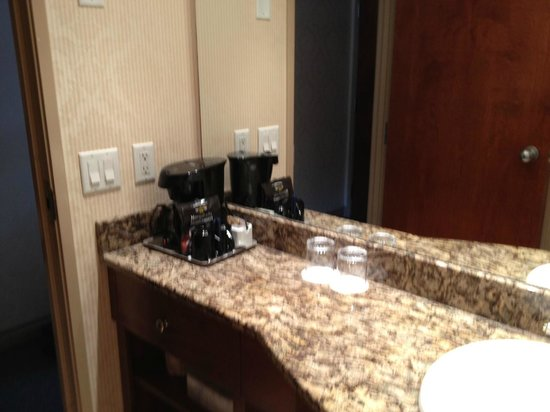 Delta Banff Royal Canadian Lodge: Coffee Maker in room