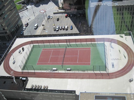 Grand Hyatt Denver Downtown: View of tennis court and outside running track from 23rd floor