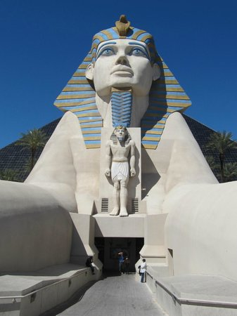 Luxor Las Vegas: Front of Hotel