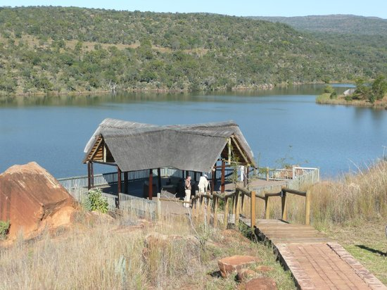 Entabeni Game Reserve, Sudáfrica: a lakeside rest area