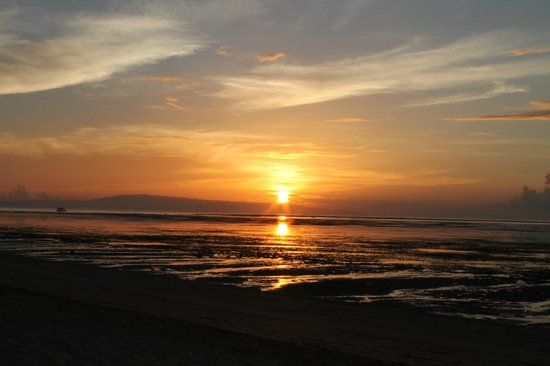 Sanur Beach Hotel: Sunrise from the hotel