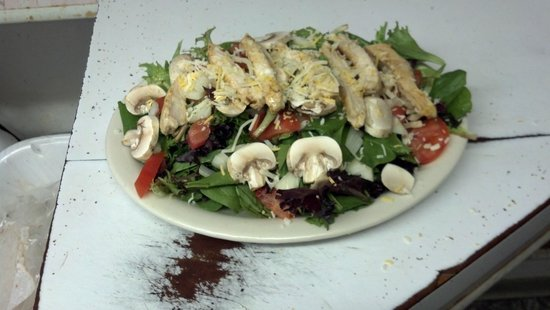 Chemult, OR: grilled chicken salad