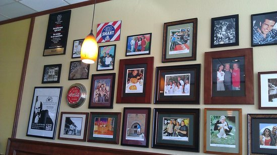 Tustin, CA: wall full of celebrity pictures