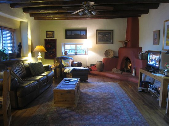 Hacienda del Sol: Common area living room