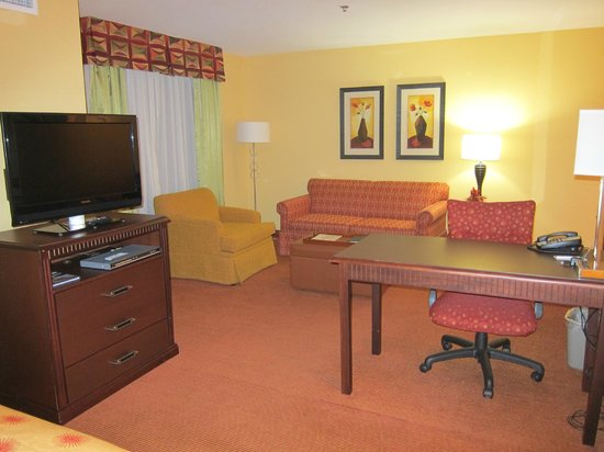 Homewood Suites by Hilton Reno: One bedroom King Suite lounge area
