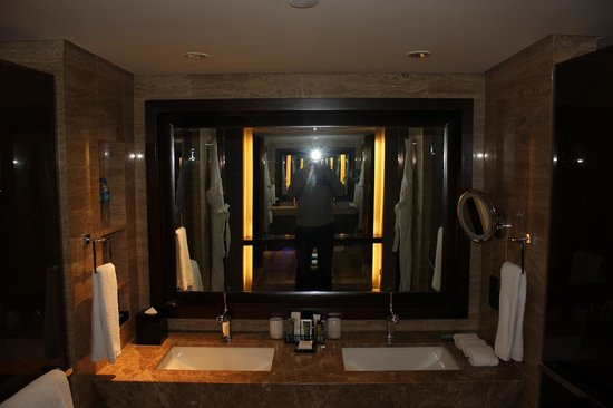 Hilton Beijing Wangfujing: Twin sinks
