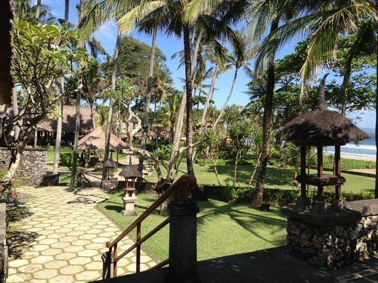 The Oberoi Bali: entering the property after being received at front desk