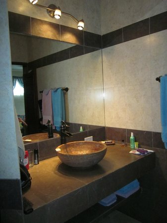 IslaMar Vacation Villas: Bathroom vanity