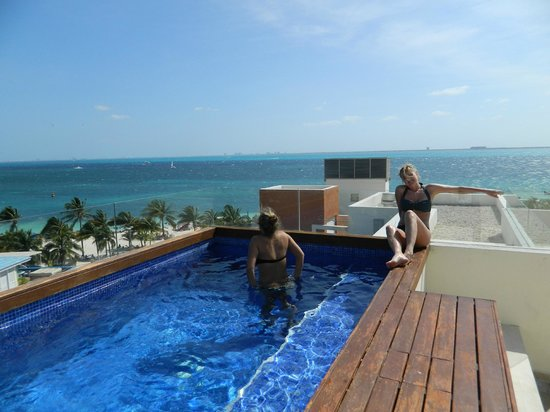 Privilege Aluxes: Rooftop pool