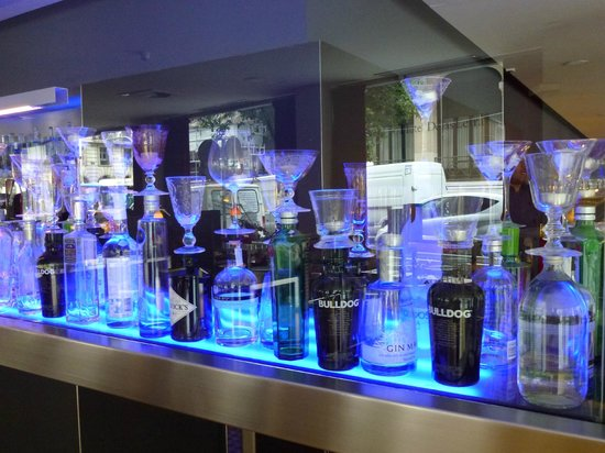Hotel de las Letras: Excellent Gin selection in the popular hotel bar
