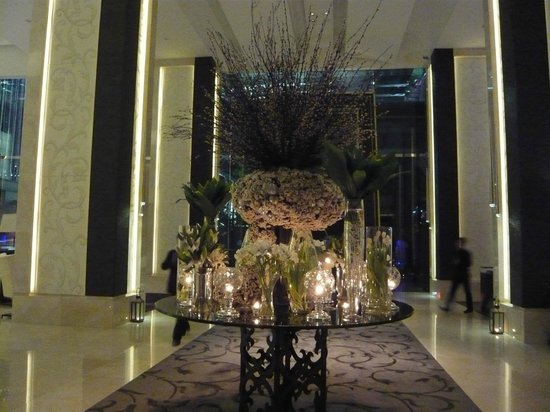 The St. Regis Bangkok: Hotel lobby