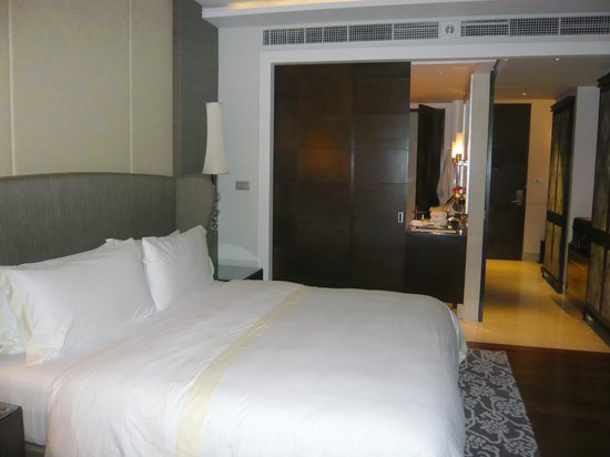The St. Regis Bangkok: Bed size is good.