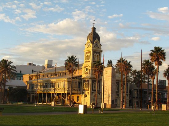 Glenelg, Australien: Across the road