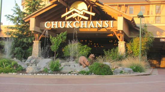 Chukchansi Gold Resort &amp; Casino: Slots, games, and bears, oh my!