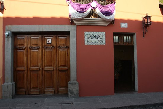 Casa Florencia Hotel: Front of the Hotel
