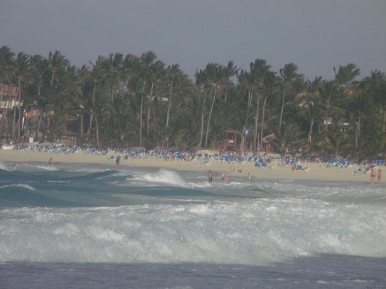 Barcelo Punta Cana: The beach, great waves !