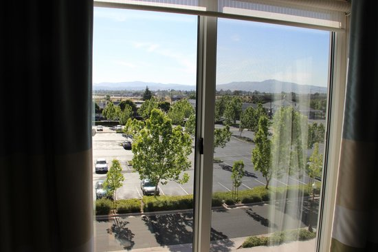 Hampton Inn & Suites Suisun City Waterfront: Vista hacia el Oeste