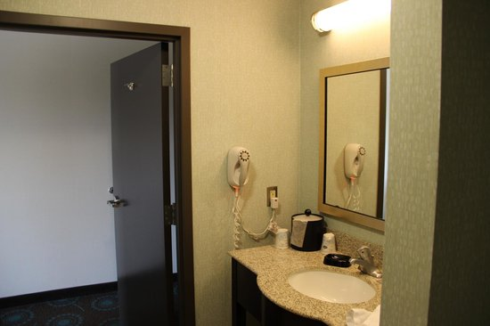 Hampton Inn & Suites Suisun City Waterfront: Baño