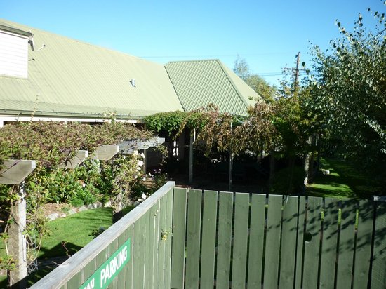 Aoraki Lodge: Grounds area
