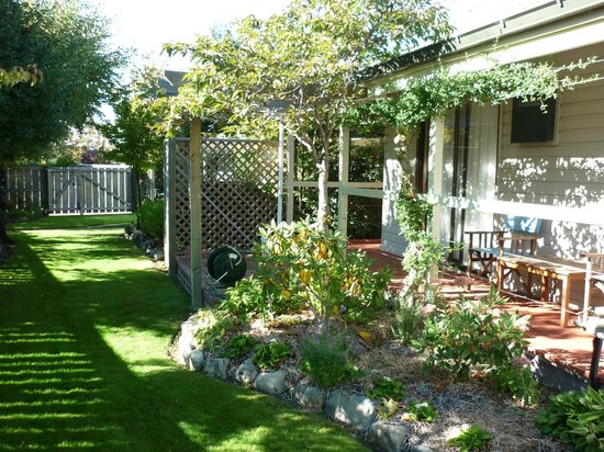 Aoraki Lodge: More gardens