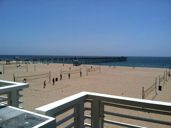 Hermosa Beach, Californie : Volleyball courts on the beach 