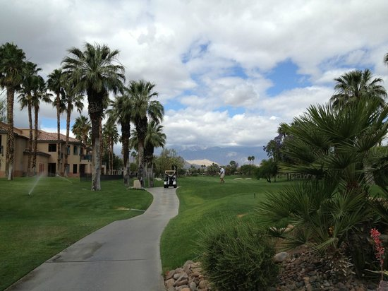 Marriott's Desert Springs Villas I: Golf cart path between buildings