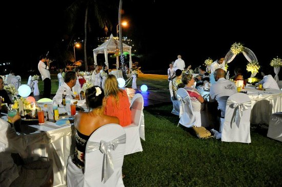Merlin Beach Resort: Wedding party