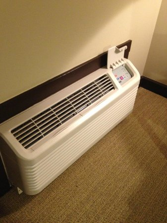 Travaasa Austin: Cheap AC for a Cheap Hotel
