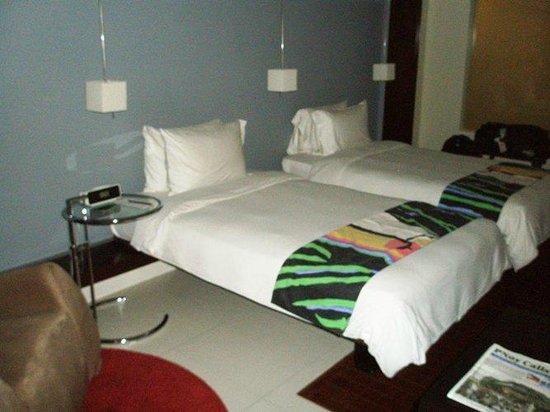 The Picasso Boutique Serviced Residences: Beds + sofa