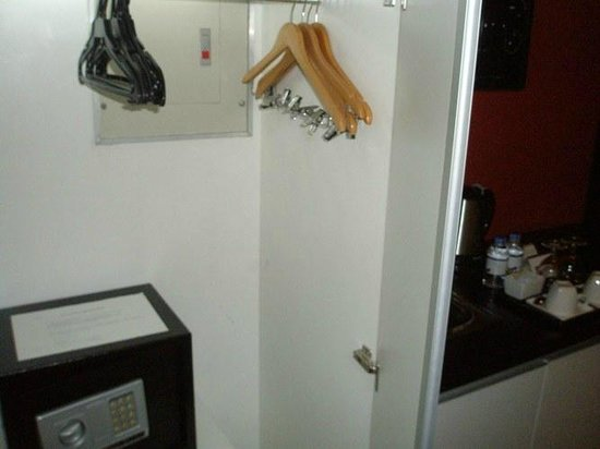 The Picasso Boutique Serviced Residences: Wardrobe + Safe