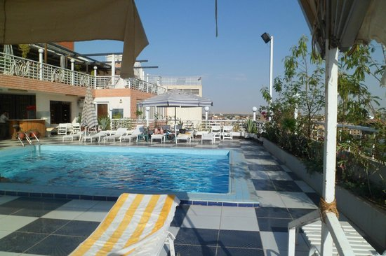 New Pola Hotel Luxor: roof top pool