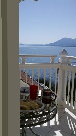 Lakeport, Kalifornien: Breakfast on the deck
