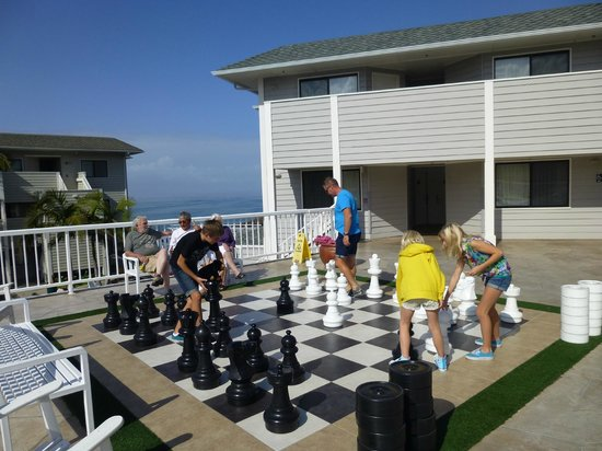 Pismo Lighthouse Suites: Family game of chess - with a view!